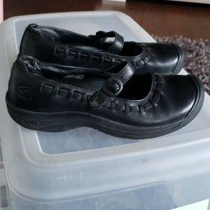 Keen 7.5 Mary Jane black shoes